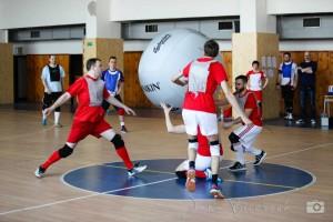 Die Bewegung auf den Ball zum Abschlag